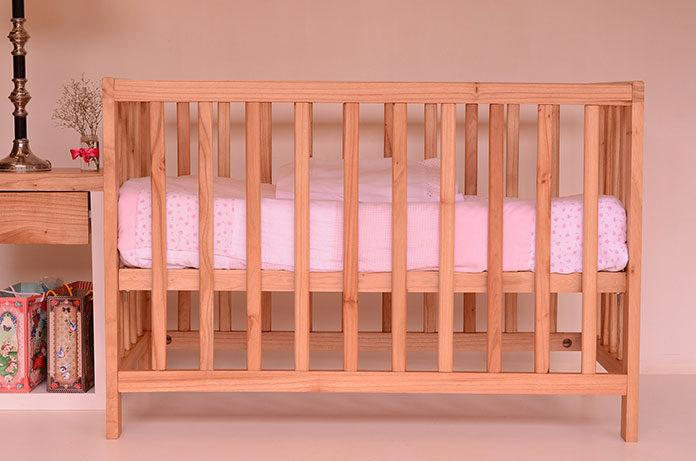 Podstawowe wyposażenie łóżeczka niemowlęcego
